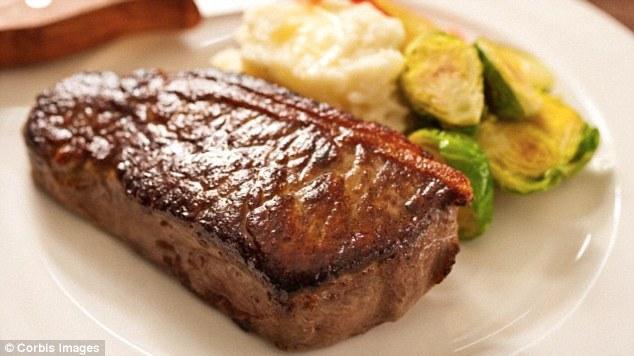 50歳を超えて肉やチーズを多く食べることは喫煙なみに死にやすい:研究結果