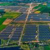 太陽エネルギー市場の急成長とコスト低下を示す7グラフ